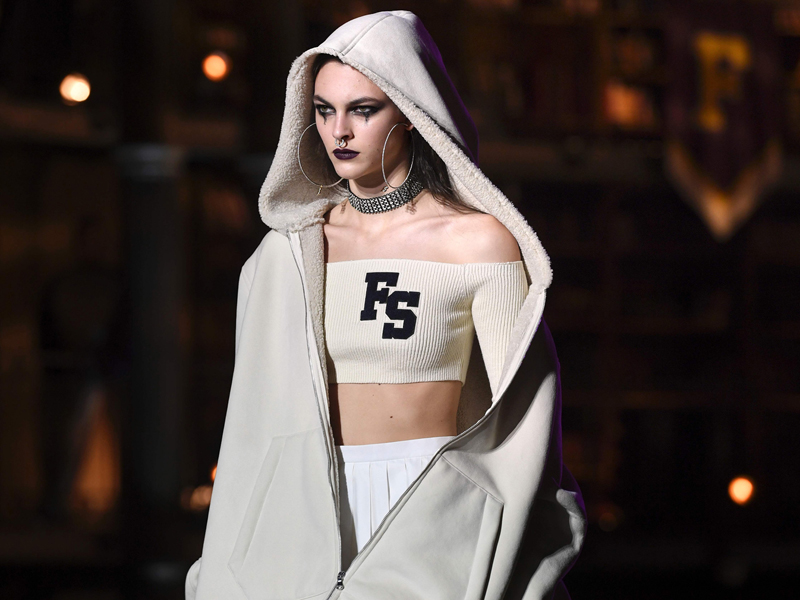 A model presents Rihanna's Fenty Collection from PUMA during the women's Fall-Winter 2017-2018 ready-to-wear collection fashion show in Paris on March 6, 2017. / AFP PHOTO / ALAIN JOCARD