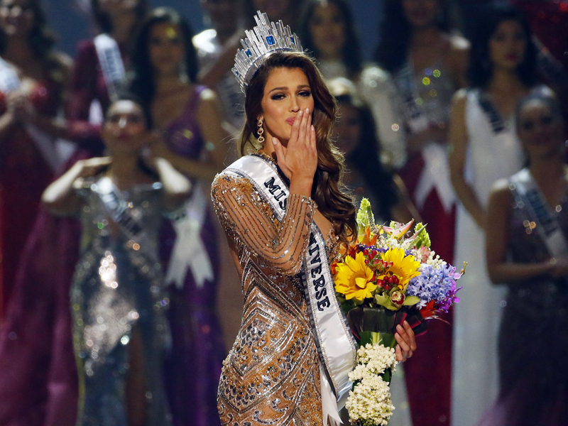 Iris Mittenaere of France blows kisses to the crowd after being proclaimed the new Miss Universe 2016 in coronation Monday, Jan. 30, 2017, at the Mall of Asia in suburban Pasay city, south of Manila, Philippines. (AP Photo/Bullit Marquez)