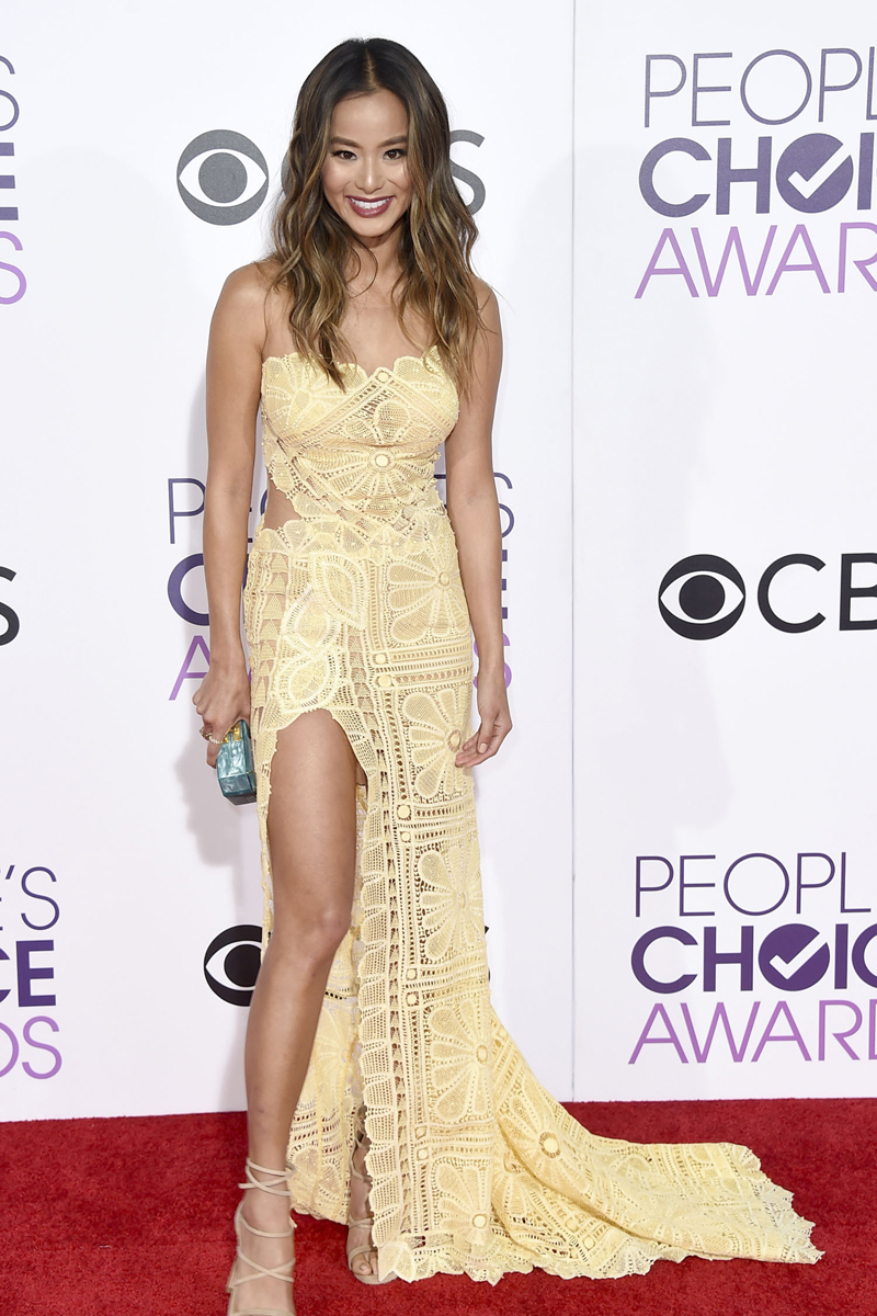 Jamie Chung arrives at the People's Choice Awards at the Microsoft Theater on Wednesday, Jan. 18, 2017, in Los Angeles. (Photo by Jordan Strauss/Invision/AP)