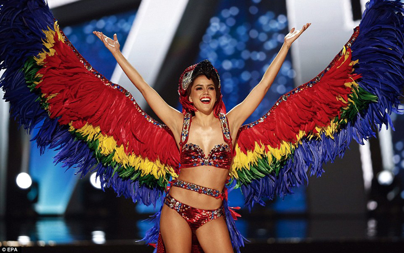 miss universe 2017 macaw