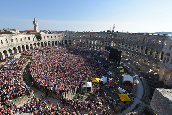 (180716) -- PULA, July 16, 2018 (Xinhua) -- Fans of Croatia watch the 2018 FIFA World Cup final match between Croatia and France at the ancient arena in Pula, Croatia. Croatia lost to France 2-4 and took the second place in World Cup. (Xinhua/Dusko Marusic)