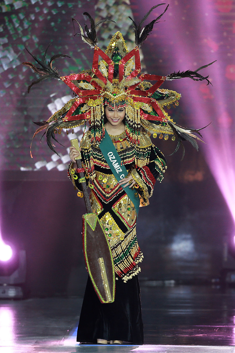 (170716) -- PASAY CITY, July 16, 2017 (Xinhua) -- A contestant wearing a costume poses onstage during the 2017 Miss Philippines Earth coronation night in Pasay City, the Philippines, July 15, 2017. A total of 40 candidates vied for the crown that will represent the country in the 2017 Miss Earth beauty pageant. (Xinhua/Rouelle Umali) (zcc)