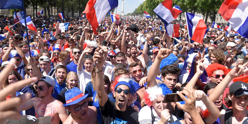 French supporters wave French flags as they wait in front of a giant screen the start of the Russia 2018 World Cup final football match between France and Croatia at a fan zone in central Nantes on July 15, 2018.  / AFP PHOTO / SEBASTIEN SALOM GOMIS