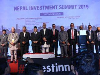 लगानी सम्मेलन समापन समारोहमा नेपाल कम्युनिष्ट पार्टी (नेकपा)का अध्यक्ष एवं पूर्व प्रधानमन्त्री पुष्पकमल दाहाल प्रचण्ड, अर्थमन्त्री डा. युवराज खतिवडालगायत सहभागी अथिति ।